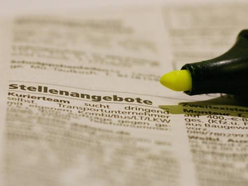 Inserat mit Stellenangeboten in Zeitung