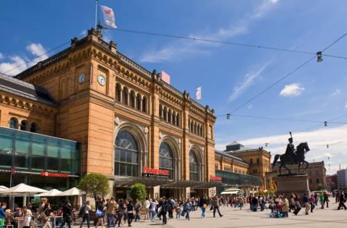 Hauptbahnhof Hannover mit Ernst-August-Denkmal