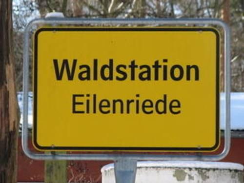 Ortseingangsschild der Waldstation Eilenriede