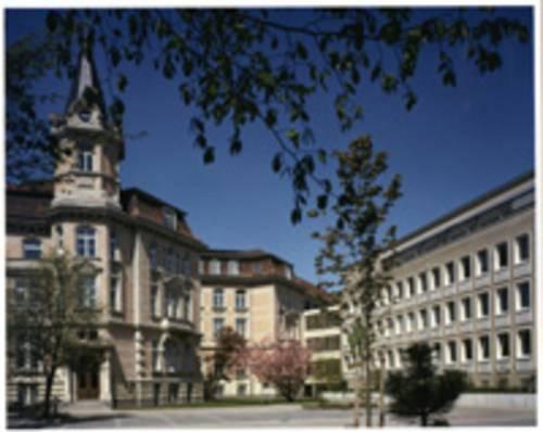 Ansicht auf Gebäude der Region Hannover vom Innenhof