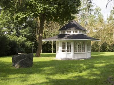 Gartenhaus in einem Park