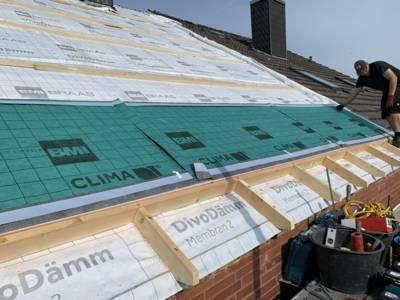 Teilweise offenes Dach mit Dämmmembranen