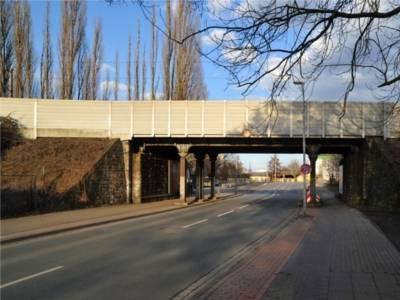 Eisenbahnbrücke Davenstedter Straße.
