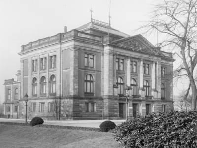 Im Jahr 1889 zog das Archiv in das Kestner-Museum um.