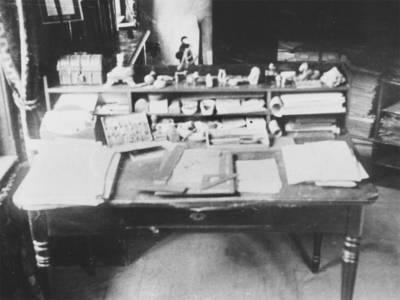 Der Schreibtisch von Conrad Wilhelm Hase aus dem Jahr 1902.