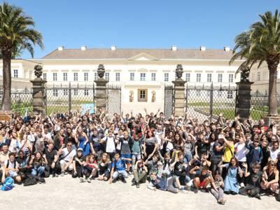 """Gruppenfoto """"Akademie der Spiele"""" bei der großen Abschlussveranstaltung"""