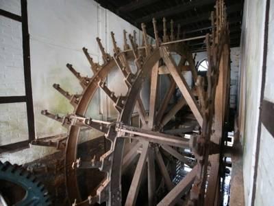 Wasserrad in Sanierung