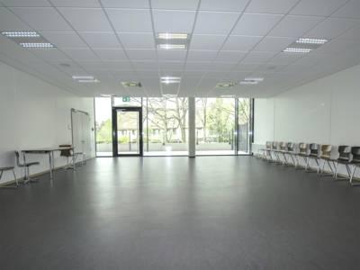 Raum 2 mit einer Größe von 90 qm wird vorrangig für Sport und Bewegungsangebote zur Verfügung gestellt.