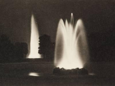 Sternfontäne und Große Fontäne im Noveau Jardin, Nachtaufnahme, s/w Fotografie, 1937