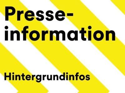 """Der Schriftzug """"Presseinformation"""" auf gelb-weiß gestreiftem Hintergrund."""