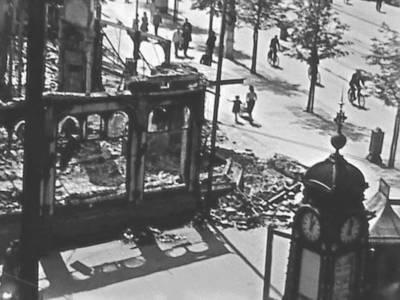 Zerstörtes Café Kröpcke und Spitze der Kröpcke-Uhr nach dem 26. Juli 1943