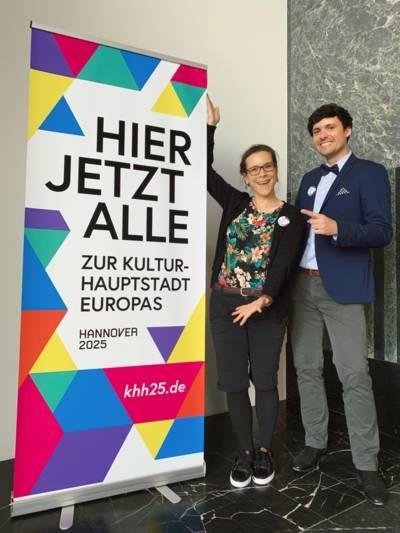 Franzisca Tinnefeld vom Team Kulturhauptstadtbewerbung und Maximilian Horn, Beauftragter für sexuelle und geschlechtliche Vielfalt