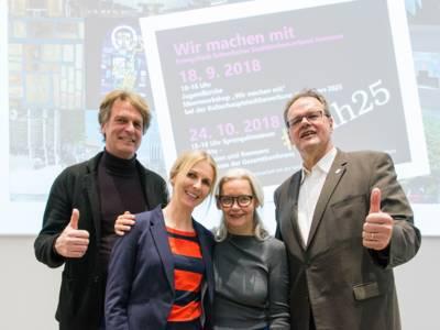 Ideen sammeln für die Kulturhauptstadtbewerbung Hannovers 2025: v.l.n.r.: Oeds Westerhof und Melanie Botzki (Team Kulturhauptstadt) und Stadtsuperintendent Hans-Martin Heinemann und Gabriele Sand (Kuratorin Sprengel Museum)