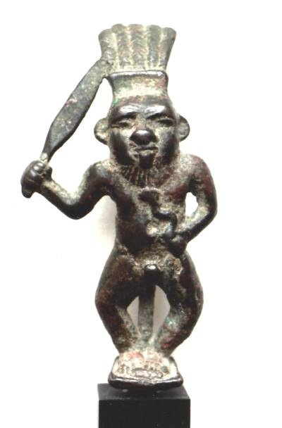 Bes als Kämpfer mit Schwert, Bronze, um 400 v. Chr. (Leihgabe der Kunst- und Kulturstiftung Hannover)