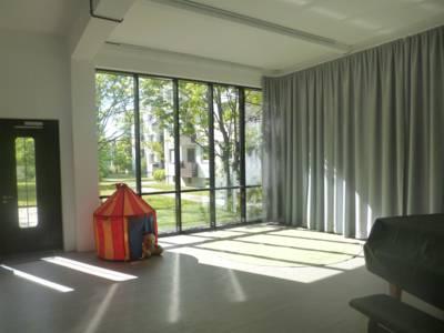 Heinemanhof: Glasfensterfront