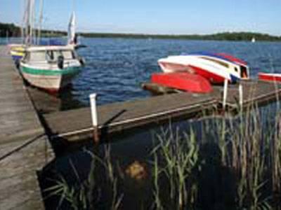 Altwarmbüchener See mit Booten