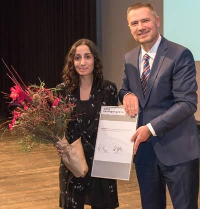 Sprengel-Preisträgerin 2016 Toulu Hassani mit Thomas Mang (Präsident, Niedersächsische Sparkassenstiftung)