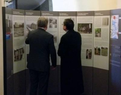 Eine Ausstellung informiert über die Geschichte des Ehrenfriedhof Maschsee-Nordufer.