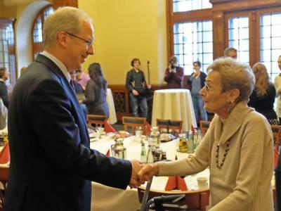 Oberbürgermeister Stefan Schostok und Henny Simon im Neuen Rathaus am 16.12.2016