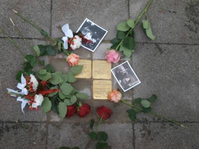 Stolpersteine für die Familie Herzberg in der Eichstraße (gegenüber von Haus Nr. 2)