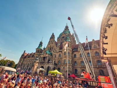 Das Fest der Kulturen auf dem Trammplatz hat wieder Tausende von Besucherinnen und Besucher angelockt.