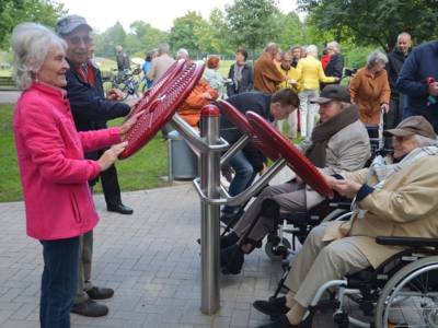 Auch für mobilitätseingeschränkte Menschen sind die Geräte barrierefrei zu erreichen und zu nutzen