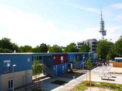Die Modulbauanlage in Feodor-Lynen-Straße bietet rund 110 Flüchtlingen eine neue Heimat