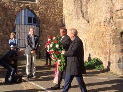 Oberbürgermeister Stefan Schostok und Stadtsuperintendent Hans-Martin Heinemann bei der Kranzniederlegung in der Aegidienkirche