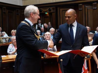 Oberbürgermeister Stefan Schostok und Marvin Rees, Bürgermeister von Bristol, nach der Unterzeichnung des Memorandums