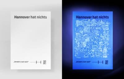Hannover hat nichts: links ohne, rechts mit UV-Licht