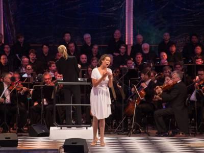 Die Gesangssolistin Nadine Sierra