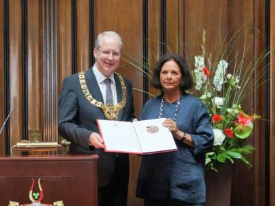 Oberbürgermeister Stefan Schostok und Dagmar Plentz-Brand