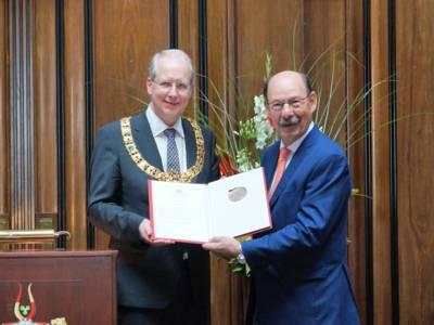 Oberbürgermeister Stefan Schostok und Michael Fürst