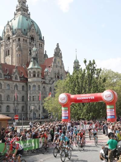 Start der Deutschland Tour vor dem Neuen Rathaus