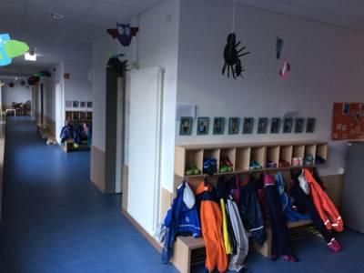 Garderobe in einer Kindertagesstätte.