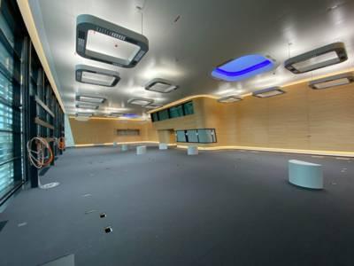 Ein futuristisch anmutender Raum.