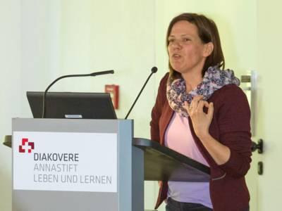 Frau Dr. Silke Mardorf, Leiterin der Koordinationsstelle Sozialplanung, am Rednerpult
