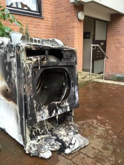 Auslöser der starken Rauchentwicklung war ein aus ungeklärter Ursache in Brand geratener Wäschetrockner.