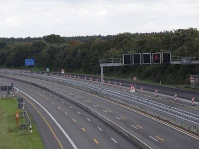 Die leere Bundesautobahn 2