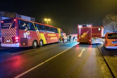 Zum Aufenthalt der 39 Mieter während der Löscharbeiten bei den aktuellen Minustemperaturen wurde ein Bus der Feuerwehr Hannover bereitgestellt.