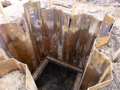 Im Zuge der Freilegung der Verdachtspunkte mussten Tiefbauschächte von Spezialfirmen erschütterungsfrei hergestellt werden.