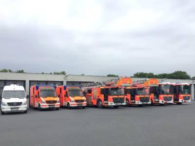 Die zwei Teileinheiten zur Sicherstellung des Brandschutzes an Gebäuden im Sicherheitsbereich bestehen jeweils aus einem Hilfeleistungslöschfahrzeug, einem Drehleiterfahrzeug und einem Rettungswagen.