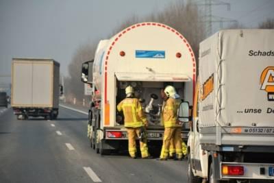 Bei der Kontrolle des Gefahrgut-Lkw fiel auf, dass die Entnahmearmatur des Tankwagens vollständig vereist war.