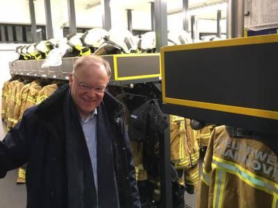 Der Niedersächsische Ministerpräsident Stephan Weil besuchte die neue Feuer- und Rettungswache in der Lange-Feld-Straße in Kirchrode