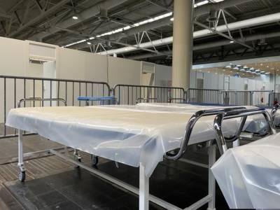Ausstattungsmaterial für die Impfzüge steht in der Halle 25 bereit.