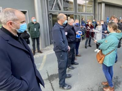 Oberbürgermeister Belit Onay, Einsatzleiter Betrieb Markus Kropp, Einsatzleiter Aufbau Alfred Blume und Regionspräsident Hauke Jagau (v.l.) stellen sich den Fragen der Medienvertreter.