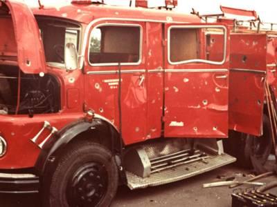 Die zerstörten Fahrzeuge der Feuerwehr wurden nach dem Explosionsunglück in die Feuer- und Rettungswache 4 verbracht.