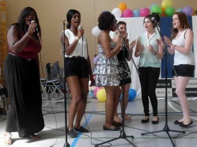 Der Auftritt einer Schülerinnenband und ein selbstgedrehter Film boten Unterhaltung bei der Verleihung.