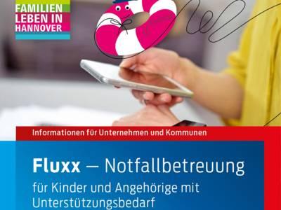 """Das Titelbild der Broschüre """"Fluxx-Notfallbetreuung für Kinder und Angehörige mit Unterstützungsbedarf"""" zeigt eine Person, die auf die Uhr schaut und gleichzeitig das Handy bedient. Darüber die Zeichnung eines Rettungsrings mit der Aufschrift """"Fluxx""""."""