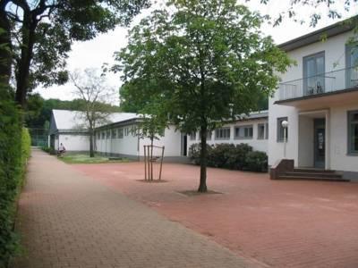 Ansicht der Vereinsgebäude des Deutschen Tennisvereins